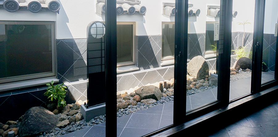 東大阪市リージョンセンター ゆうゆうプラザ : 光庭