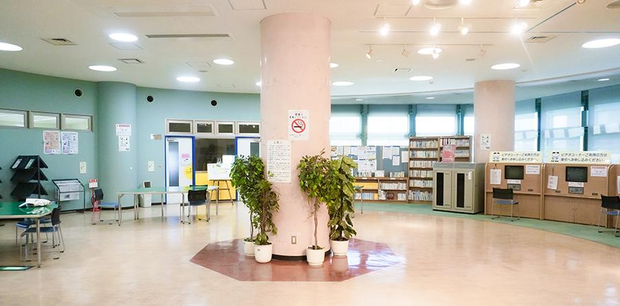 東大阪市リージョンセンター ももの広場 : ホール(ロビー)