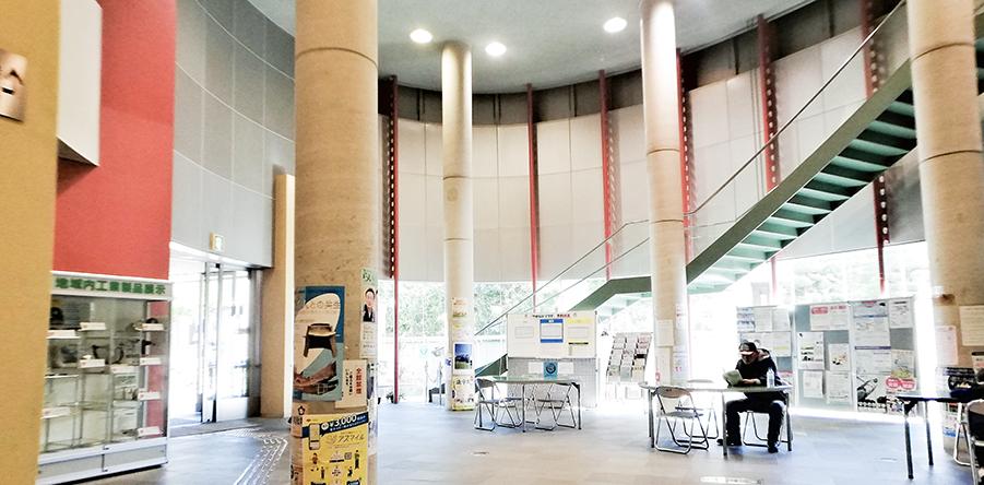 東大阪市リージョンセンター やまなみプラザ : 玄関ホール