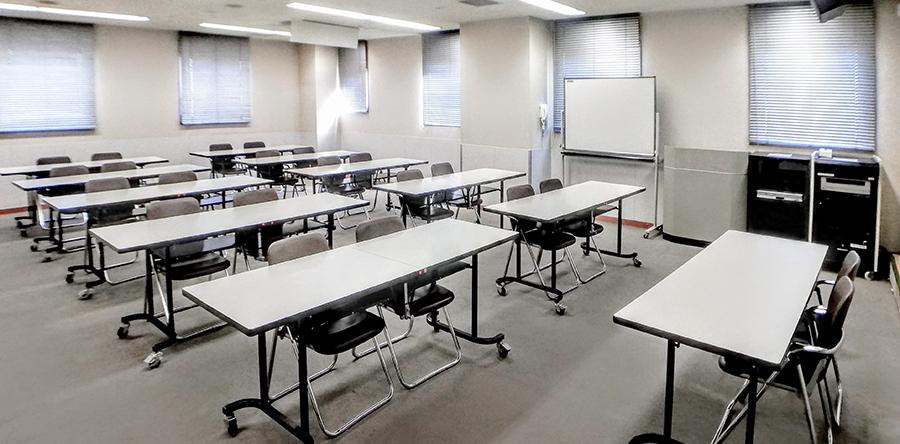 東大阪市リージョンセンター やまなみプラザ : 大会議室